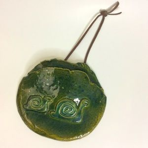Unique Artisan Green Two Snails Wall Pocket Decor